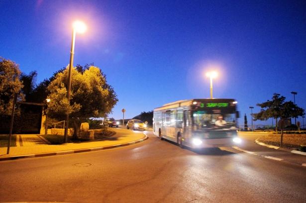 Autobús nocturnoLos autobuses nocturnos de la periferia madrileña podrán parar a petición de mujeres y menores