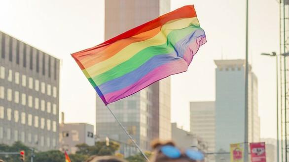 Bandera LGTBIQ+ en Barcelona
