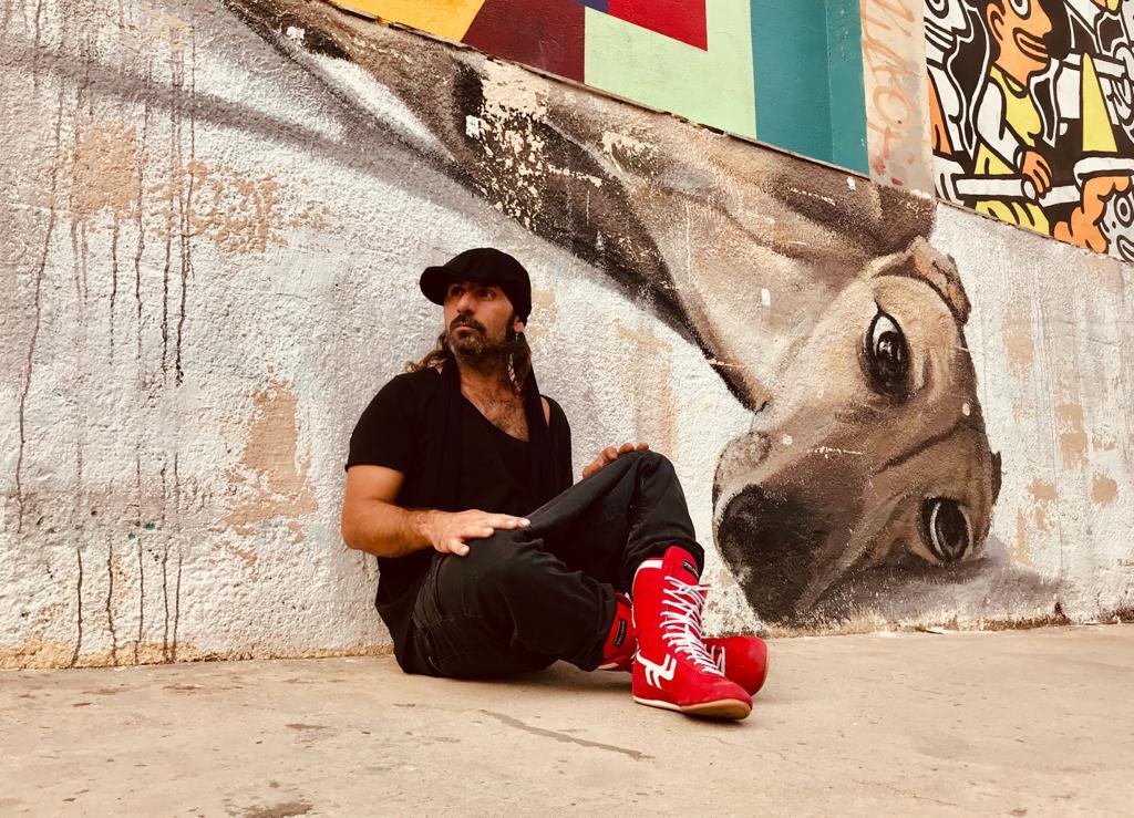 """Miguel CampelloMiguel Campello publica """"Barrio"""", el tercer adelanto de su nuevo disco"""