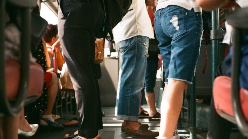 Pasajeros en el metro Actualidad Joven