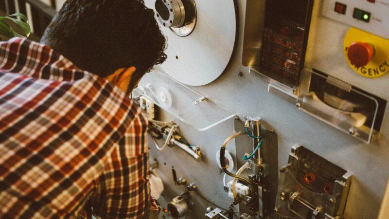 """Cassette""""Nosotros somos la única fábrica que combinamos la artesanía con este formato"""" Luis González (La Cassettería)"""