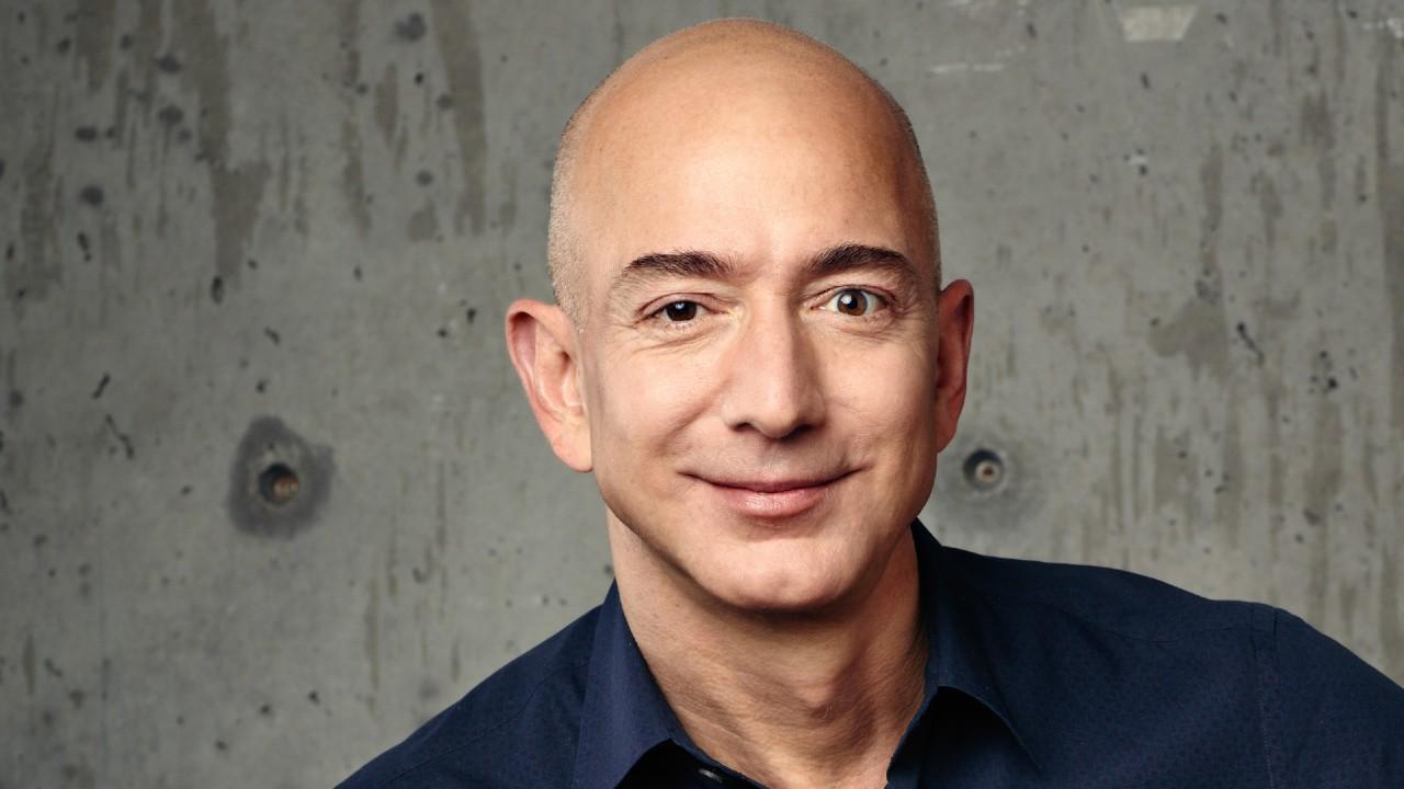Jeff Bezos anuncia que dejará el cargo de CEO de Amazon en el tercer trimestre de este año