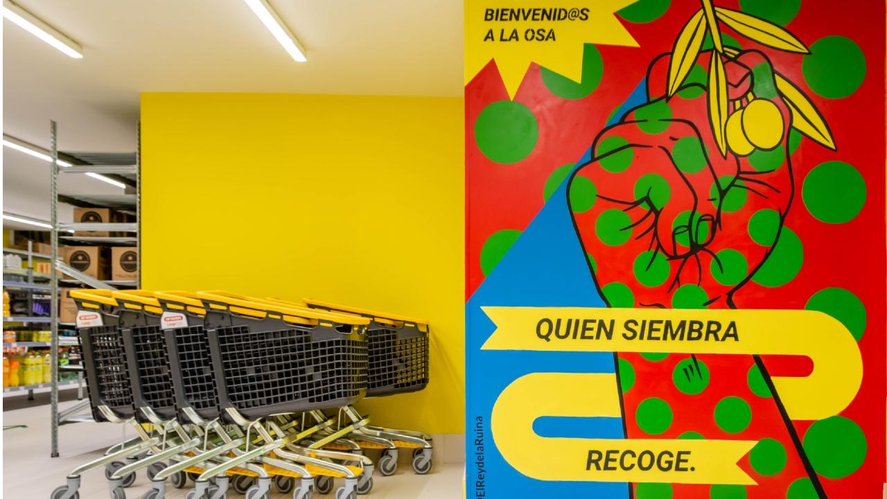 Así funciona LA OSA, un supermercado cooperativo y participativo situado en Madrid