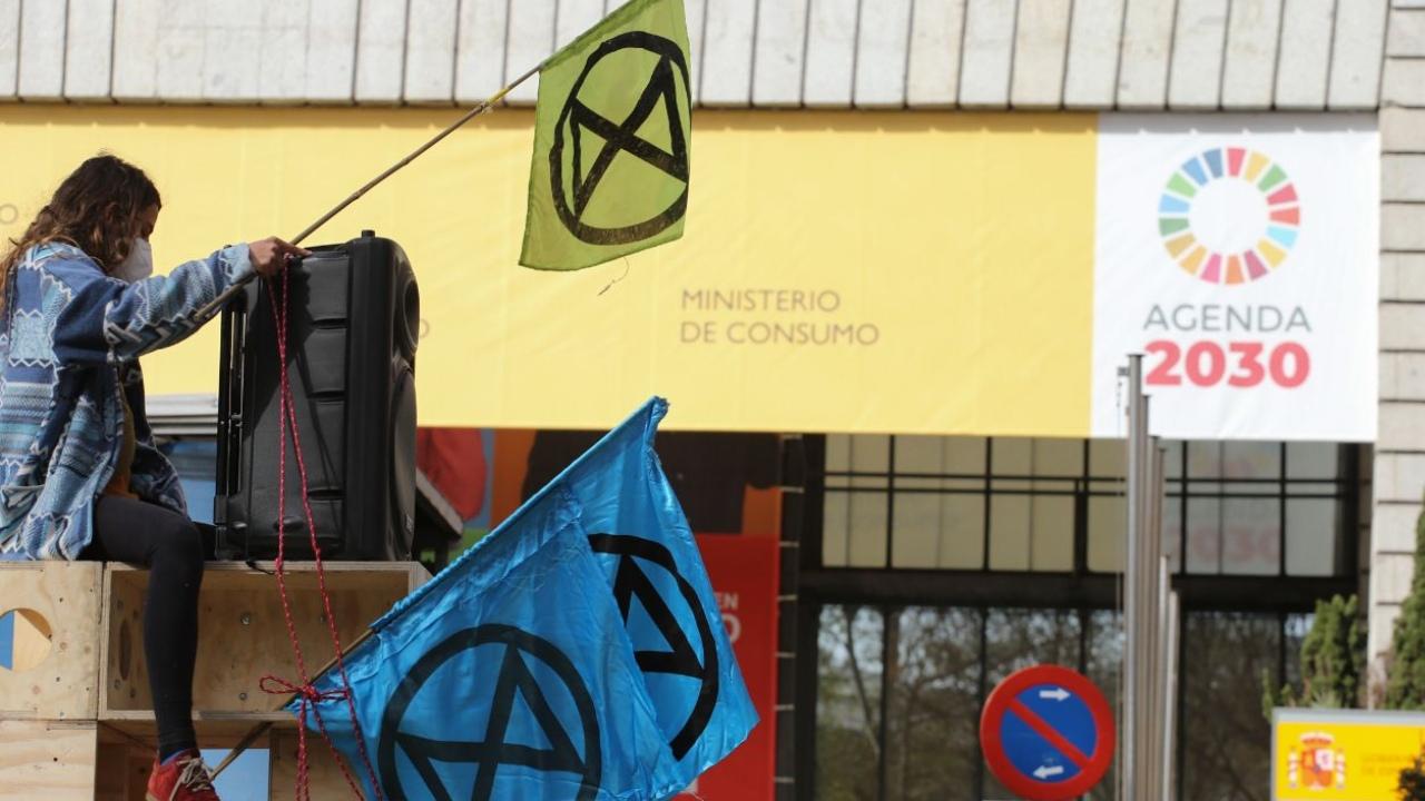 Extinction Rebellion vuelve a las calles por las asambleas ciudadanas y bloquea el Paseo del Prado